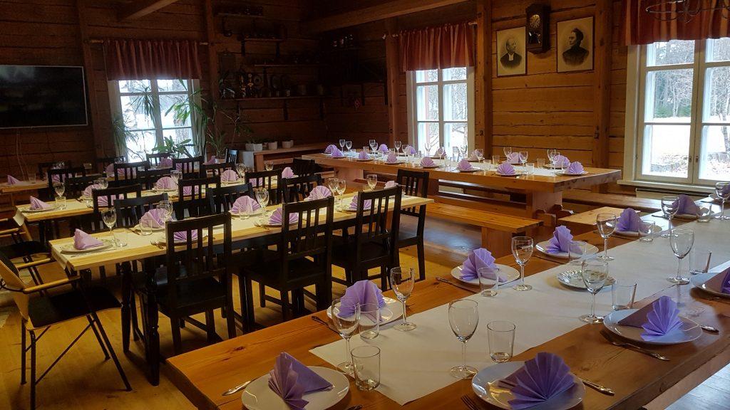 pirttiravintolan katetut pöydät